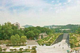 Left: Ewha Women's University, South Korea Photo Credit / Yunhui Cho