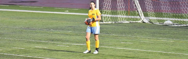 Photo Credit / Ronald Hanaki Senior goalkeeper Jules Harris notched her 50th win in her outstanding collegiate career.