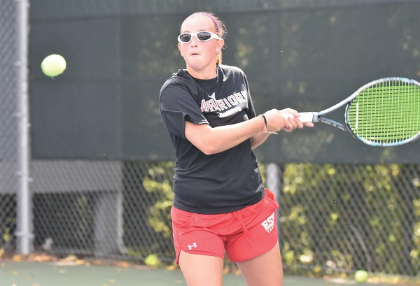 Photo Credit / Ronald Hanaki Sophomore Marina Zardet gets ready to crush her backhand against St. Thomas Aquinas.
