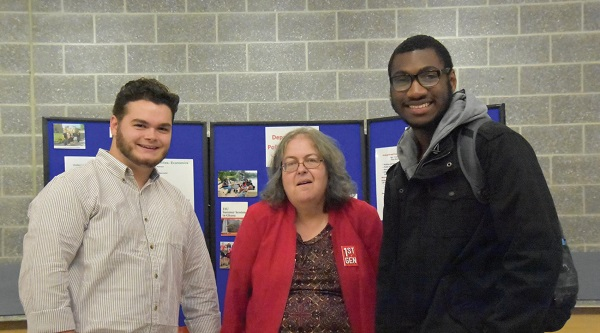 "Photo Credit / Ronald Hanaki Professor Cynthia Hamill (center) with two ""1st Gen"" students."
