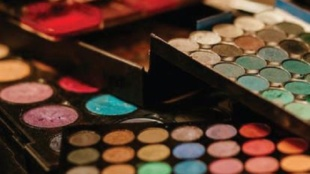 Photo Courtesy / Pexel.com Makeup lovers will go crazy of the holiday cosmetics sets.