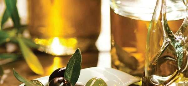 Licenced by Creative Commons Olive oil is one of the most best moisturizer for both hair and skin.
